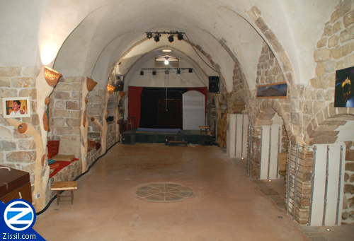 File:00000837-inside-khan-of-the-white-donkey-tzfat.jpg