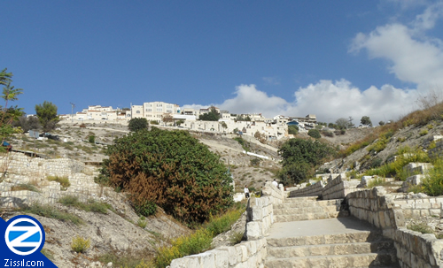 File:00000105-top-tzfat-cemetery.jpg