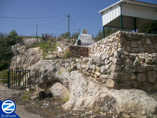 File:00000240-kever-of-rabbi-yochanan-hasandlar.jpg