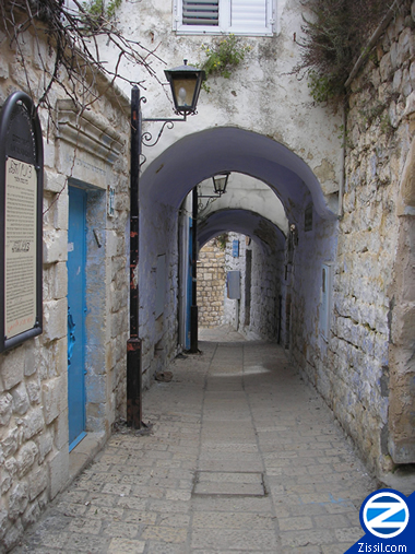 File:00000121-tzfat-old-city-arches.JPG
