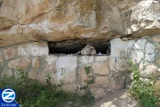 00001013-sealed-entrance-cave-sons-rav-papa.jpg